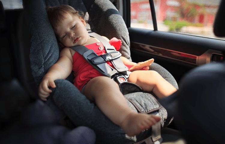 Lasciare un bambino da solo in auto è una delle possibili conseguenze dell'amnesia dissociativa